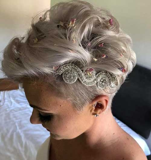 13 Chic Pixie Cut Wedding Hairstyles