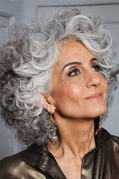 Short Hairstyles for Curly Hair Over 50-15