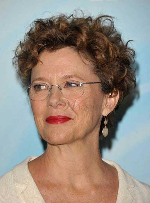 Short Hairstyles for Curly Hair Over 50-17