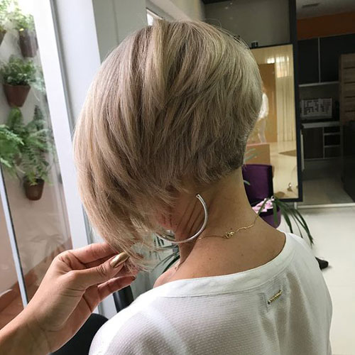 Short Layered Hairstyles for Thick Hair-6
