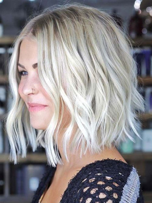 Haircut for Short Wavy Hair Female-16