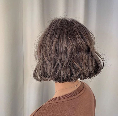 Haircut for Short Wavy Hair Female-20