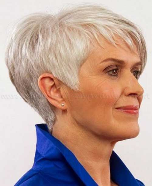 Short Haircuts for Women Over 50-21