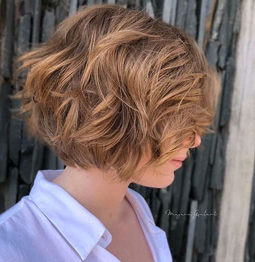 Haircut for Short Wavy Hair Female-24