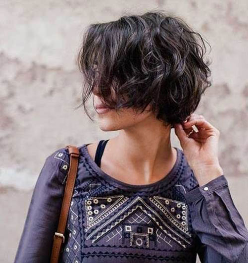 Haircut for Short Wavy Hair Female
