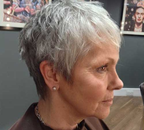 25 Best Short Haircuts for Older Women with Thin Hair