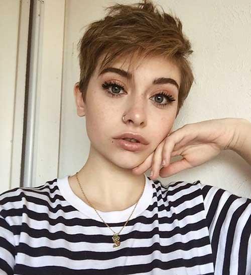 Cute Pixie Haircuts for Women-10