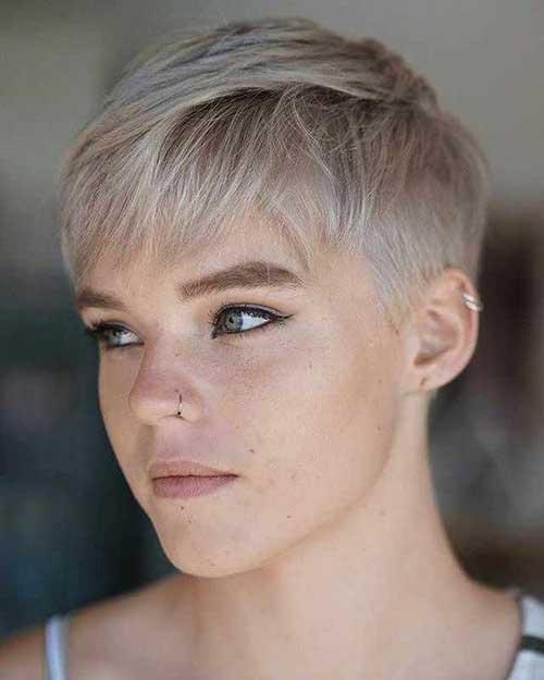 Cute Pixie Haircuts for Women-20